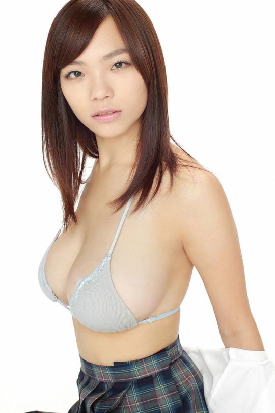 巨乳グラビアアイドル鷹羽澪さんがまさかの結婚!ファンからは驚きの声!画像14枚