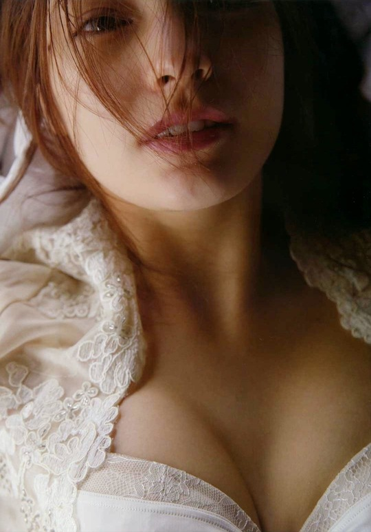 ハーフモデルのマギーちゃんが乳首とアンダーヘアー以外全部見せてる全裸写真がエロすぎると話!画像18枚