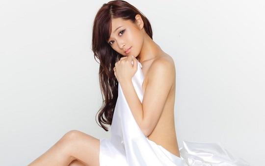 鈴木奈々ちゃんがセミヌードを披露!美しすぎると話題!