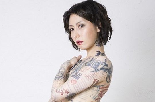 鳥居みゆきさんの全裸全身タトゥー姿がセクシーすぎると話題!