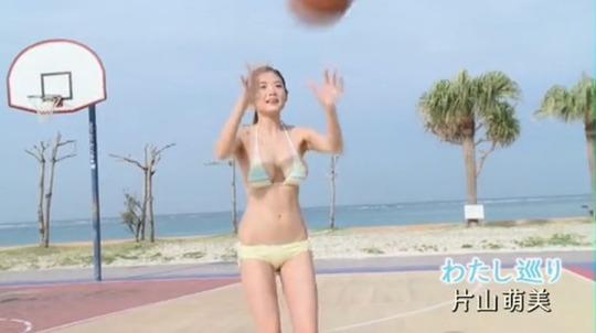 女優・片山萌美(25)さんのおっぱいが柔らかそうすぎると話題に!