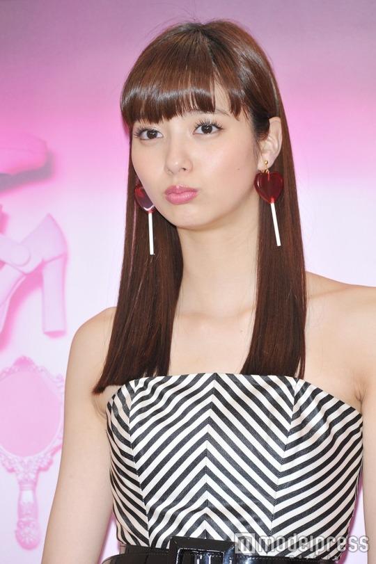 10頭身モデル新川優愛ちゃんがバービー風の衣装で可愛すぎると話題!水着画像あり