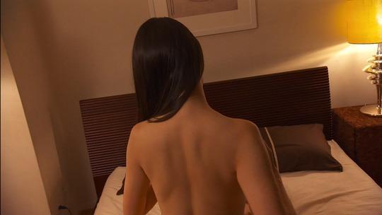橋本マナミさんが六角精児さんと濃厚な濡れ場!全裸で胸を揉みしだかれキス!