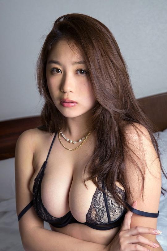 西田麻衣(27)ちゃんのセクシー下着姿がセクシーすぎると話題!下着におさまりきらないIカップ乳!画像11枚