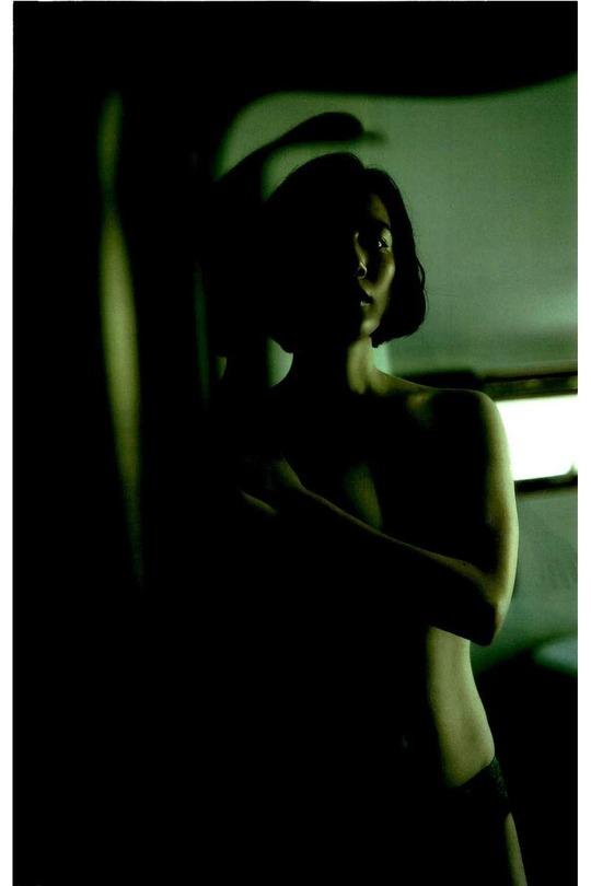 清純派女優・村川絵梨さんが写真集でセミヌードを披露!映画『花芯』では乳首全開の濡れ場も!