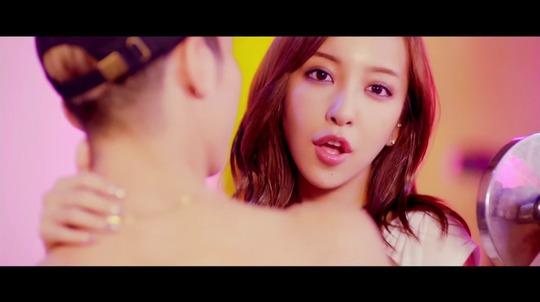 元AKB48で現在はスーパーモデル板野友美ちゃんの新曲MVがエロすぎると話題に!