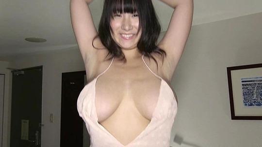 桐山瑠衣ちゃんの2年ぶりのイメージビデオがエロすぎると話題!Jカップおっぱいが揺れまくる!