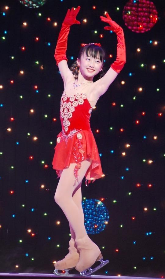 本田望結ちゃんの腋見せセクシードレス姿が可愛すぎると話題に
