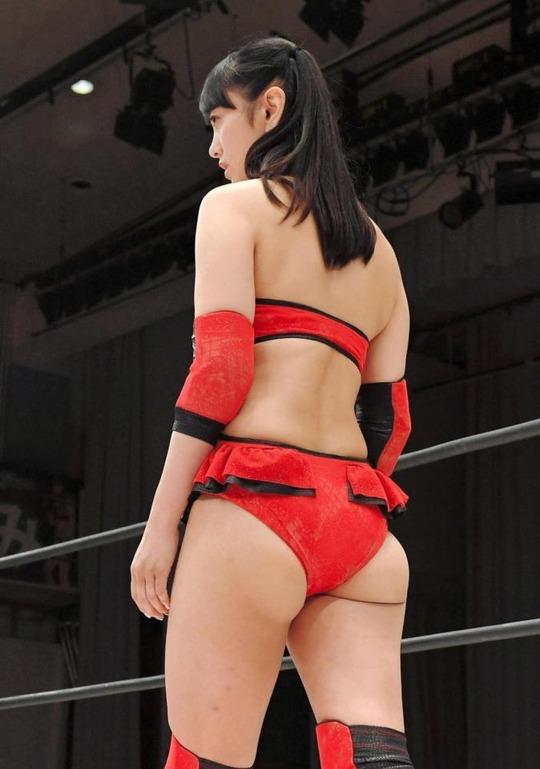 元日本テレビアナウンサーでタレントの脊山麻理子(36)のプリケツセクシーコスがセクシーだと話題に