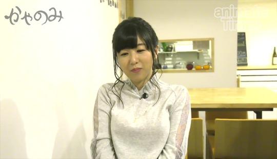 声優の茅野愛衣ちゃんがテーブルにおっぱいを乗っけててエロすぎると話題!