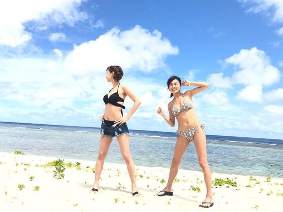 小島瑠璃子ちゃんのビキニをずらしておっぱいの日焼けあとを見せててエロすぎると話題に