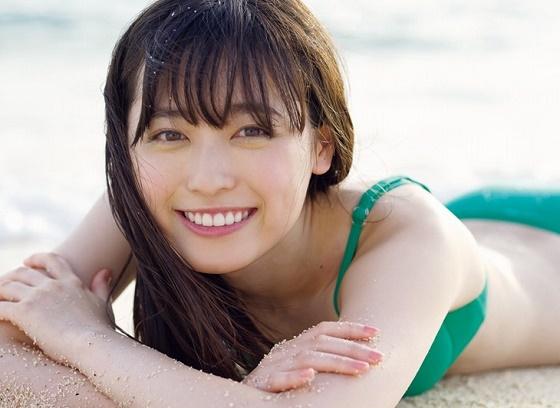 福原遥ちゃんが最新写真集で大人っぽい水着姿を披露!