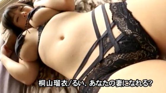 Jカップ巨乳グラドル桐山瑠衣ちゃんの最新イメージビデオが殆どおっぱい出してると話題に