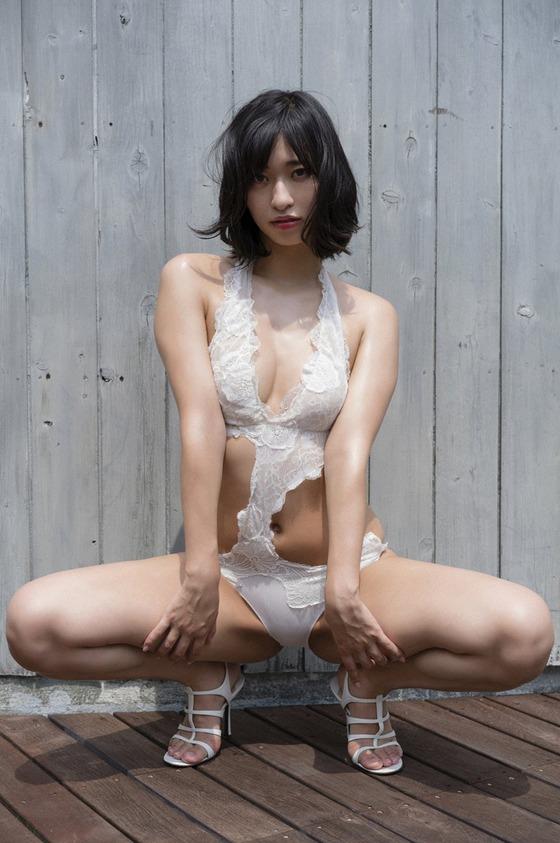 倉持由香ちゃん透け透けの下着の生尻グラビアがエロすぎると話題に!