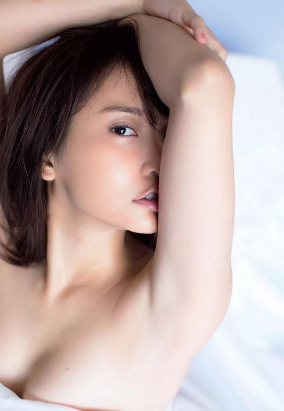 元AKB48永尾まりやちゃんが遂にノーパントップレスグラビアを披露!