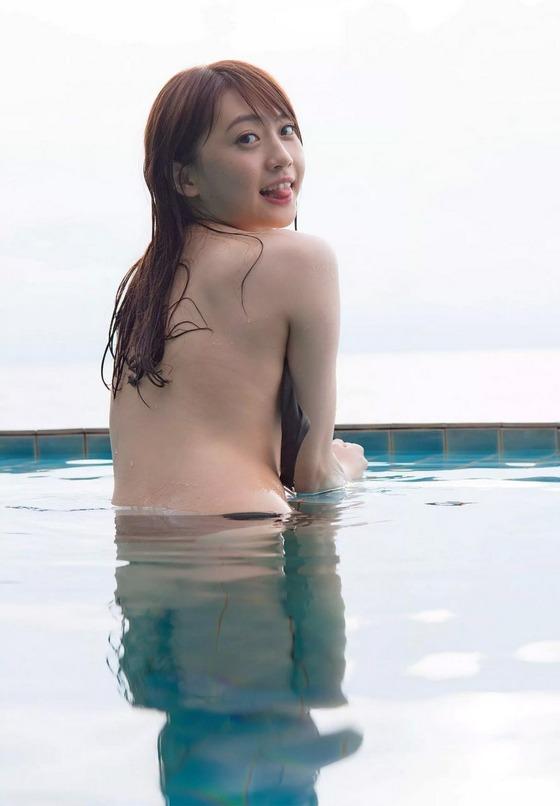 元AKB48木﨑ゆりあちゃんのお尻の割れ目がエッチすぎる!