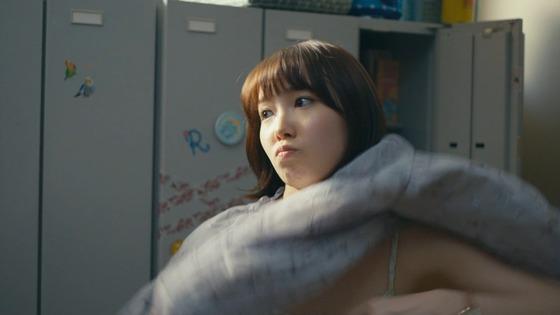 飯豊まりえちゃん(19)が着替えシーンでキャミソール一枚になりエッチすぎると話題に!