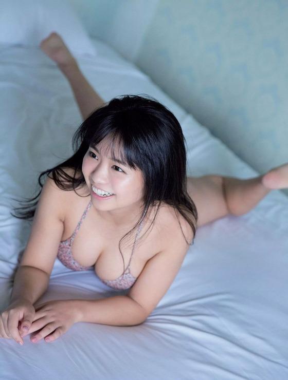 Hカップ大原優乃ちゃん(18)が横乳がばっちり見えるドスケベ水着姿を披露!