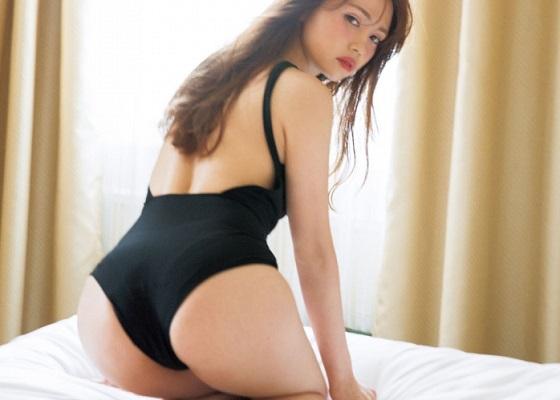 人気モデル黒瀧まりあちゃん(26)がお尻を突き出して挿入待ち水着グラビアがエッチすぎる