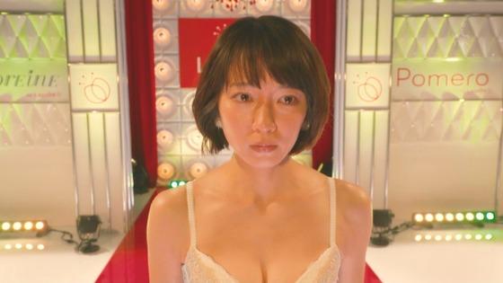 吉岡里帆ちゃんがドラマで下着姿に!おっぱいを寄せ上げランウェイ!