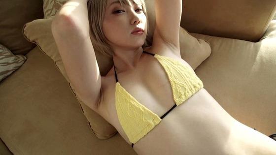 金髪ショートアイドル篠崎こころちゃんがノーブラ姿を披露!Dカップおっぱいが丸見えに!
