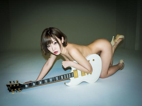 脱げるシンガーソングライター藤田恵名ちゃんの最新アー写がセミヌードすぎる!